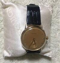 自動巻腕時計の使い方について教えてください。ユリスナルダンの自動巻腕時計を買ったのですが何時間置きに何回くらい巻くのが良いのでしょうか? 今日見ると時間が狂っていたのですが添付画像でモノグラフ側が6...