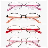 今度メガネを新調するんですけどどのフレームにするか迷ってます! 1 ピンクの四角フレーム 2 黒とオレンジの半分だけのフレーム 3 赤と銀の丸いフレーム 4 ピンクの丸い大きいフレーム  このどれかにしようと思ってます!メガネは授業中だけ使う予定です!どれがかわいいと思いますか?教えてください!