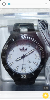 adidasの腕時計ですが、これ本物か、偽物かわかる方いますか?adidas偽物多いと聞くのでお願い致します。