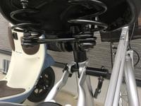 自転車のサドルの高さ調節の仕方がわかりません。 画像を貼るのでこのタイプの自転車の調整方法がわかる方、教えて頂けないでしょうか?