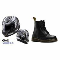 バイクに乗るときにドクターマーチンの8ホールブーツを履きたいのですが、araiのヘルメット(rx7x)とは、色合いやデザイン的に合うでしょうか?