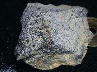 金属探知機に付いて教えてください 最近息子と鉱石集めにハマっています そこで質問ですが 金属探知機は地中にある鉄鉱石等の金属を含む鉱石にも反応するんでしょうか? 探知距離は30センチ 程度あれば良いの...