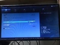 ASUSのパソコン(Windows10)について質問です。今日の夜いつもの様にパソコンを起動すると下の画像のような画面といつもはしないような音がパソコンからするようになりました。何が原因なのかわ かる方回答お願い...