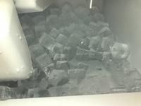 ホシザキの製氷機を会社で使ってますが、氷は出来ます。ただ、すぐに溶けてしまい中が冠水状態になってしまいます。なぜでしょうか。