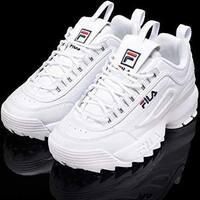 FILAのスニーカー、とても気に入っていますが、私は靴のサイズが28.5cmで履けるものもあるのですが、だいたい29cmです。 ネットでFILAのスニーカーを買おうとしたのですが、29cmが最大でレビュ ーで表記のサイズ...