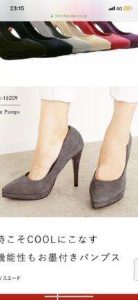 背を高くしたいのですが、 写真の斜面が急なヒールかショートブーツのような厚底ブーツとどちらの方が身長は高くなりますか?