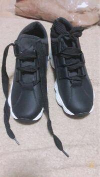 靴を買ったのですが、なかなか良い靴ひもの結び方ができません! 紐は太めで、靴ひもを通すところが6個ぐらいしかないのですが、良い結び方があったら教えてください!!