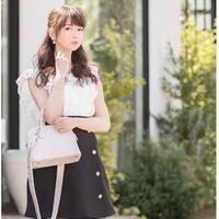 ジャニオタ愛用のモテ服の、 エヴリンや、アンミールと言ったレディースブランドで、166cm以上の高身長スレンダー女子がハイヒールやウェッジソールを履いて、着るのも有りですか?  https://evelyn.tokyo.jp/item