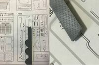 フジミ模型の1/350翔鶴を作成していたら下記のパーツに不良があると思い、メーカーにお問い合わせしたいのですがどう説明すればいいのかがわかりません…。 プラモデルは、2018-2019 福袋1/350艦船 福袋で入手した...