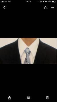 就活の証明写真の服装について·····、スーツは紺色(割と明るめ)ネクタイ水色の写真のようなものなのですが大丈夫でしょうか?濃い青のネクタイも持っていたのでそちらにすれば良かったと少し後悔しております。