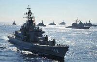 日本の海上自衛隊もアメリカ海軍と同じ。 原子力空母10隻と揚陸艦31隻、原子力潜水艦71隻を中核に、80隻以上の巡洋艦と駆逐艦(全てイージス艦)など主要水上戦闘艦約270隻、戦闘機や対潜哨戒機などの作戦機約2,640機を保有し、約43万人(現役・予備役合わせて)の構成員が所属する世界最大規模の海軍を目指しましょう!  現在の海上自衛隊の規模は護衛艦47隻(合計基準排水量約25万8,000トン...