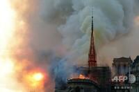 先日、世界遺産のノートルダム聖堂が火災を起こしました。 本題  世界遺産とは何をもって、世界遺産なのですか?  また復元するとのことですが、世界遺産を再建することは可能なのでしょ うか? お解りの方、...