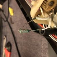 ラミネーター L404A3 の電源が入らなくなりました。電源スイッチをONにしても電源スイッチのランプが点灯せず、完全に不動の状態です。電源スイッチ接点良好、ヒューズ良好、コンデンサの液漏れ 等はございません...