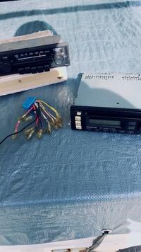 カーステ配線 ホンダアクティに乗っています、ha-4 です、ラジオが壊れて、メルカリでホンダ純正のCD付きのカーステをつけました、配線はググって繋いだのですが、音は聞こえます!ですが右か ら音なりません。ググった時にフロントSPの、+−に繋ぐと、あったので繋いでみたのですが、間違ったのでしょうか?