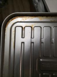 トースターの受け皿です このような汚れを落とすにはどうしたらよいですか?