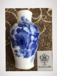 大倉陶園 ブルーローズ 36cmの花瓶ですが 花瓶の裏に hand decorated と書いてあります。 以前 hand decorated と書かれていた時もあったようですが 現在はほとんど書かれていないようです。 この文字がある事で 価値の違いがあるのでしょうか?