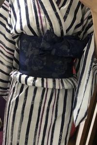 浴衣のコーディネート  写真の浴衣と帯に合わせる飾り紐?はどのようなものが合うでしょうか? 普段着ることがないため和装コーディネートを教えてください!