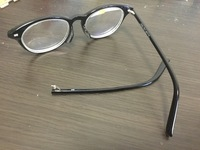 メガネのフレームが破損してしまいました。 Zoffのメガネです。 修理とかできますか?