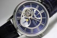 就活中の彼氏にオリエントスターのムーンフェイズの此方の時計をプレゼントしようと 考えているのですが、就活生が付けるものとしては派手過ぎますか? 個人的にデザインがとても気に入ってい て就活後も普段使...