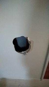 タマホームで建てた家なのですが、壁に穴を開けてしまった際、断熱材などが一切入ってないようなのですがこれは普通ですか?