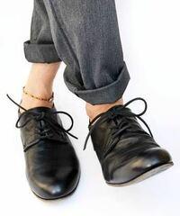 シップスのプレーントゥシューズ 。 スーツに合わせるの変ですか? 今度スーツ着る機会がありビジネスシューズの購入を検討しています。 普段はスーツ着ないので、私服にも使えるシューズがいいかなと。