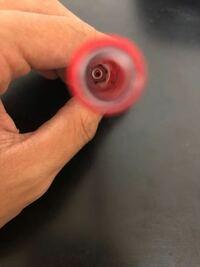 バネがボールペンの奥にハマってしまいました。とる方法はないですか?