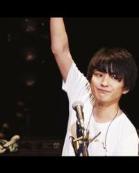 UNISON SQUARE GARDENの斎藤宏介さんのかっこいい画像ください! あと、斎藤宏介さんをかっこいいと思ってる人はどのくらいいるんでしょうか?