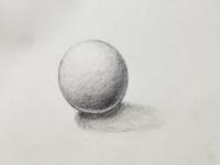 デッサン添削お願いします。 デッサン初心者で美術の授業でしか描いたことがなく、サイトの情報などを見ながら見よう見まねで描きました。 ですがなにか上手くいかず困っています。 また毎日描いていけばどれくら...