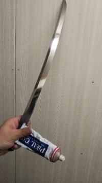 錆や汚れの目立つ日本刀をピカールを使って磨きました。 錆が落ちて鏡みたいに綺麗にはなったのですが、刃紋が飛んでしまいました。 どなたか刃紋を復活させる方法をご存知でしたら、お教え願いたく存じます。 安い脇差しですけど、もう一度刃紋を見てみたいです。