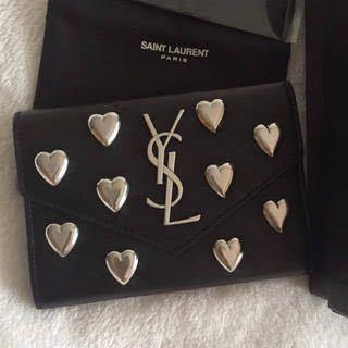 サンローランのこちらのお財布はもうってないですか?詳しい方教えてください。