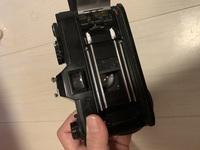 フィルムカメラ canon ftbについてです。  一週間前に撮った時は普通に使えて、現像したものも綺麗でした。  ですが先日フィルムを装填し、ファインダーを覗くと、シャッターを切った後に幕 ?が戻りません。...