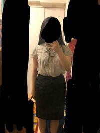 インターンでオフィスカジュアルな服装という指定があるのですが、これはオフィスカジュアルのうちに入りますか??それとも大人の方から見ると変ですか? くだらない質問ですがどなたかお答えくださると助かりま...
