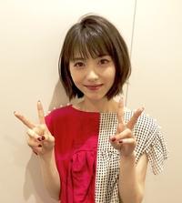 今人気の女優、浜辺美波ちゃんについて。  彼女は普段、どちらかといえば清楚系女子だと思いますが、もし髪を茶髪にしたり、ピアスつけたりしたら、似合うと思いますか?
