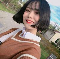 この人の髪の毛は、タンバルモリ か タッセルボブ のどちらですか?? 韓国風ヘアに詳しい方教えて頂けたら有難いです