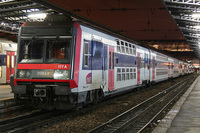 なぜパリの電車はモダンじゃないの? RERにしてもメトロにしても山手線のようなモダンさがありませんが、あれは単に古い電車なのか、それともパリの街にマッチするようにあえてレトロな感じにしてるのですか。 ...
