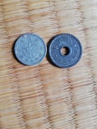 左側昭和14年1銭、右側昭和19年10銭  この硬貨は価値がありますか?