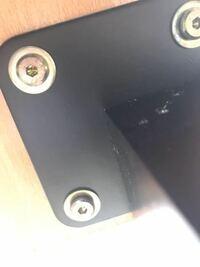 テーブルの脚を解体したいのですが、この種類のネジはどのような工具で外せますか?
