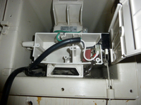 換気扇の電気式シャッターが開きません。FY-15UK1 浴室用壁埋込形(シロッコ)ですが、シロッコファンは回ってますが、シャッターだけ開きません。 どこの部品を交換したらシャッター修理できるんですか。