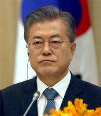 韓国の文ジェインがまたしても日本を非難してますが、この大統領どうなってるんですか 北朝鮮などには融和ムードで接して日本だけをなめていて。こいつ何者なんでしょうか。