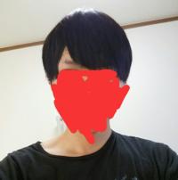 髪型について。写真の様にてっぺん辺りの髪型の形がなんか変です。どうしたら形が綺麗な感じになりますかね?