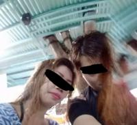 心霊写真について詳しく人質問です 下の心霊写真日本ではなくフィリピン旅行中に 撮ったガチ心霊写真なんですが 俺の顔が女性の髪で半分覆われ 更に右上におっさんの顔 更に左肩に女性の手が・・・・・・・・・  これってどうすればいいですか?