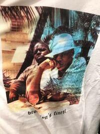 この2人は誰ですか? H&MのTシャツです