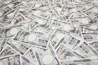 タバコのポイ捨ては怒られますが  1万円札のポイ捨ても起こられる?