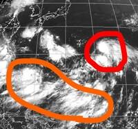 台風8号が日本に向かっているそうですが、下のほうにある雲も台風になって日本に来ますか?