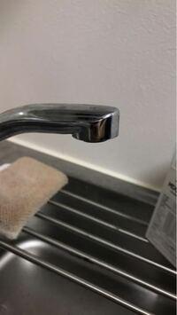 浄水器について質問です。 以前までクリンスイの蛇口に直接取り付けるタイプの浄水器を使用していたのですが、引越しをして蛇口の形状が写真のようなものになったため、取り付けが出来なくなりました。 ですので...
