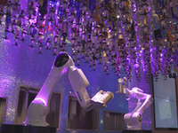 資本主義経済下の労働者とロボットによる労働力を用いた資本主義経済の今後について質問です。   NHKスペシャル『マネー・ワールド ~資本主義の未来~第2集 仕事がなくなる!? 』という番組で、人工知能技術の発展により、高性能な産業用ロボットが誕生し、やがて工場のみならず、レストランや娯楽施設にまでロボットが進出していると取り上げていたのですが、ここで質問です。 高性能なAIを搭載した...