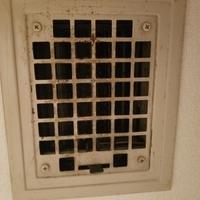 玄関、下駄箱の上にあるこの格子は何でしょうか?