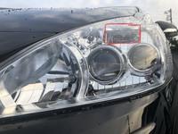 プリウスα前期40系のヘッドライトの 赤く囲って印がついてる四角い場所のランプはなんでしょうか? ポジションランプの横です。黄色く光ります。
