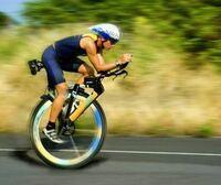 一輪車と自転車ではどちらのほうが速いのでしょうか?私は接地面積の少ない一輪車だと思うのですが、、、どうでしょう?
