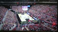 さいたまスーパーアリーナで行われたバスケットボールの試合ですが、写真の通りほとんどが段差になっているスタジアム席になっています。 アリーナモードだと思いますが、ここまでアリーナ席(水平)が狭くなるのでしょうか? ある格闘技を見に行く予定ですが、リングだけでアリーナ席のスペースがほぼ埋まってしまい、観客のほとんどはスタジアム席になるのですかね?